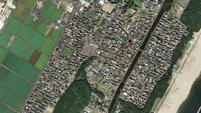Satelliteimagesphotodevastationearthquaketsunamisendaiarahama1