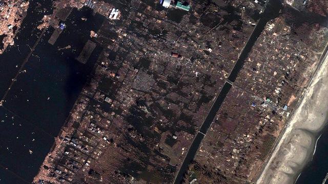 Satelliteimagesphotodevastationearthquaketsunamisendaiarahama2